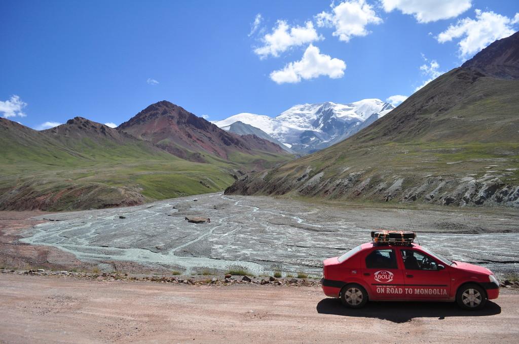 Pamir si muntii  multicolori dinspre granita cu Kyrgysztan