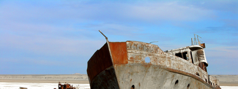 The_Aral_sea_is_drying_up._Bay_of_Zhalanash,_Ship_Cemetery,_Aralsk,_Kazakhstan